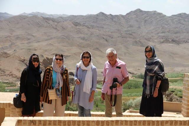 French tourists In Iran, iran female dress code - SURFIRAN