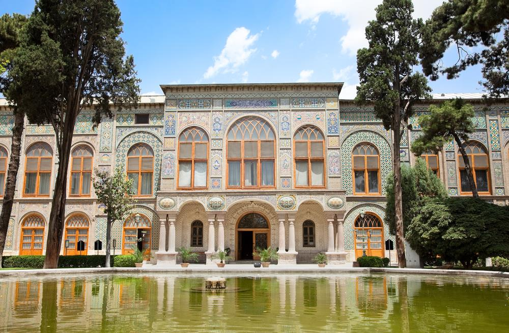 The lavish Golestan Palace – SURFIRAN